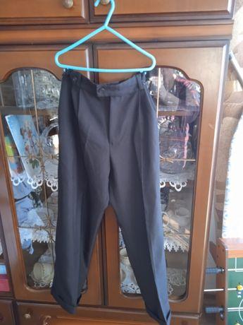 Sprzedam czarne spodnie chłopięce