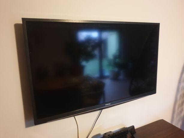 """Telewizor 40"""" Toshiba 3D z okularami aktywnymi"""