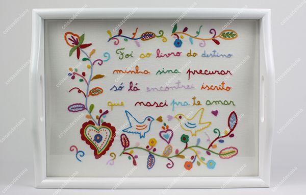 Tabuleiros em madeira bordado Lenço dos Namorados feito à mão