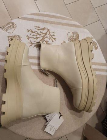 Ботинки zara бежевые новые на высокой подошве 37р