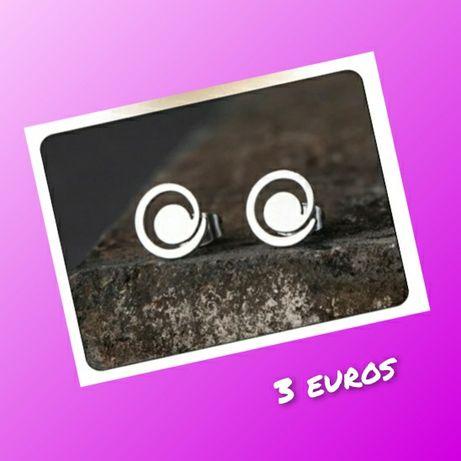 Brincos em aço a 3 euros
