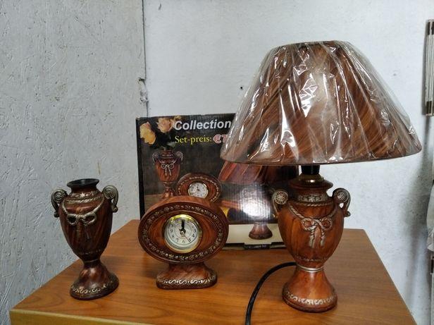 Zestaw na biurko z porcelany lampa zegarek wazon vintage