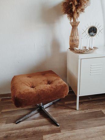 Welurowe karmelowe siedzisko podnóżek puf pufa brązowe Loft Boho PRL