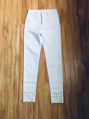 Białe jeansy damskie