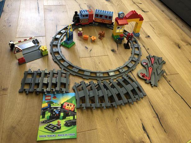 Duży zestaw Lego Duplo 10507 wraz z dodatkowymi torami 10506