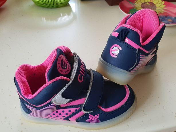 Продам кроссовки для девочки