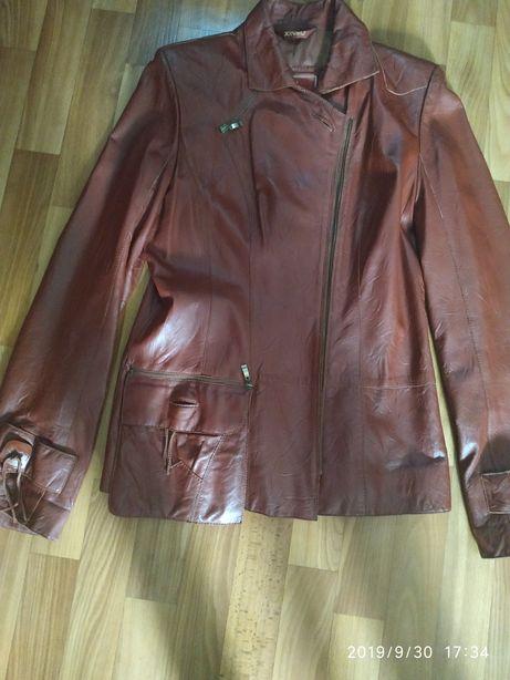 Продам жіночу шкіряну куртку
