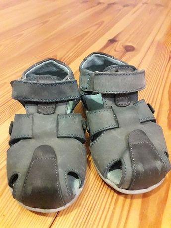 buty kornecki, sandałki r. 22