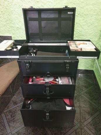Kufer walizka kosmetyczna z kosmetykami profesjonalne