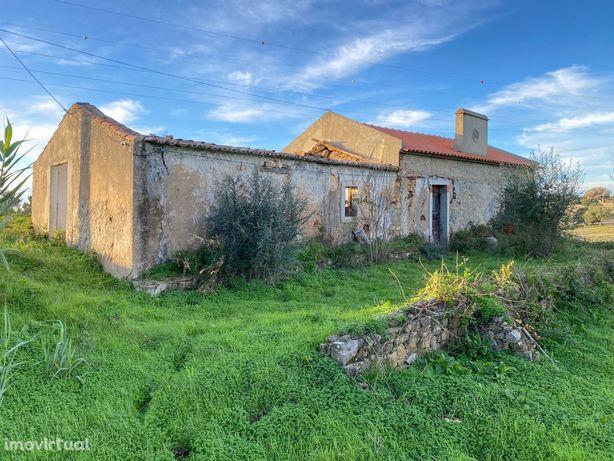 Quinta de 6.35 hectares com ruina a 10 km da Lagoa de Santo André
