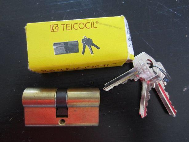 Canhão e chaves