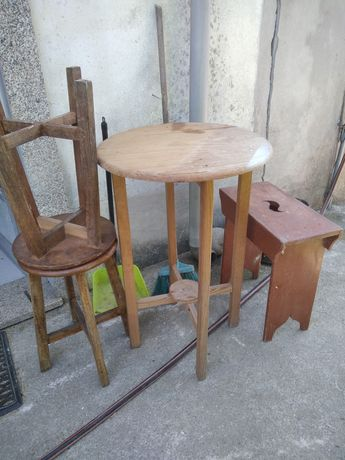 Mesa + bancos de madeira