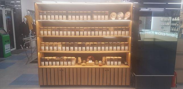 Дубовый шкаф для торговли, с LED-подсветкой