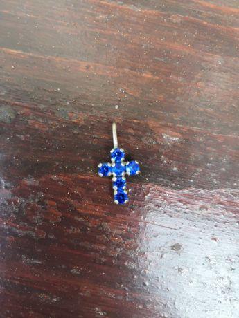 Krzyżyk z niebieskimi kamyczkami