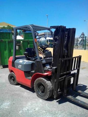 Empilhador Frontal EP Diesel 2500kg Triplex