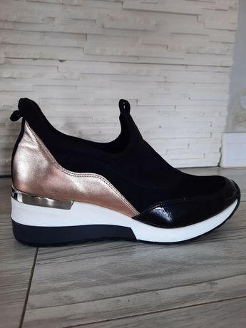 Sneakersy skórzane 38 firmy Aga