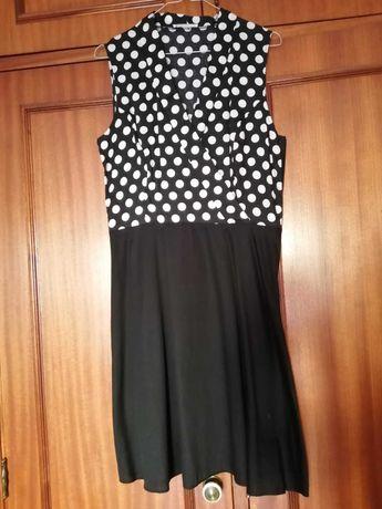 Vestido preto com bolinhas brancas