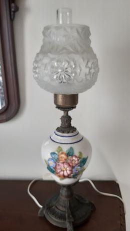 Candeeiro mesa antigo em porcelana flores em relevo