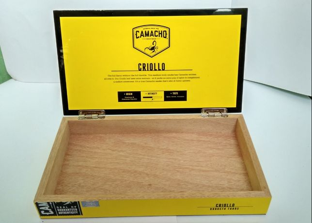 продам коробку из под сигар Camacho criollo