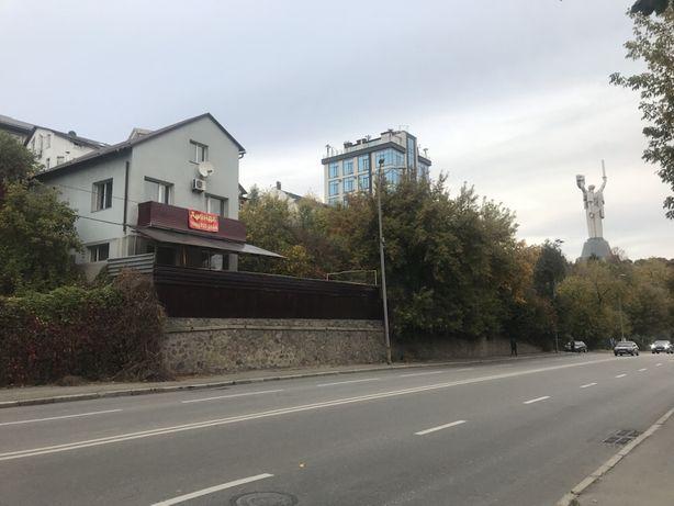 Сдам частный дом Старонаводницкая Печерск. ФАСАД. Бизнес