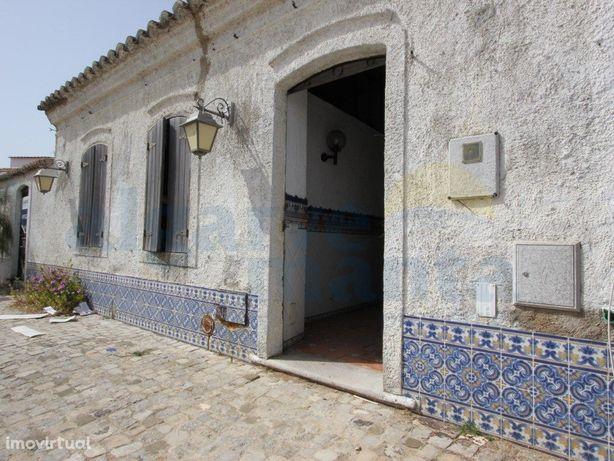 Charmosa moradia V2 situada em Santa Rita + ruína por rec...