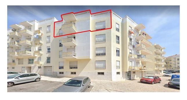 Apartamento em Vale Flores, Feijó, T3 c lareira, parq. e arrecadação