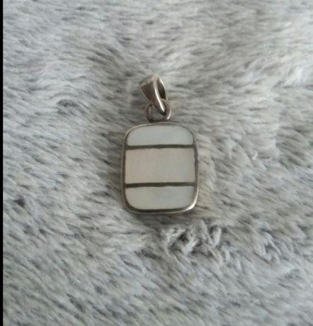 Zawieszka srebrna z masa perłową