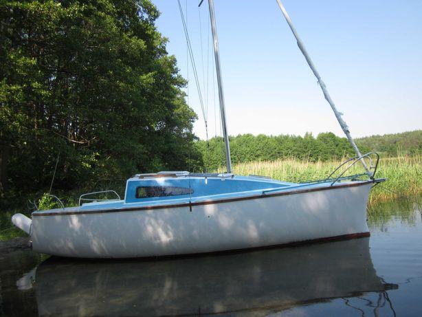Jacht żaglówka Alka III plus w zestawie przyczepa podłodziowa