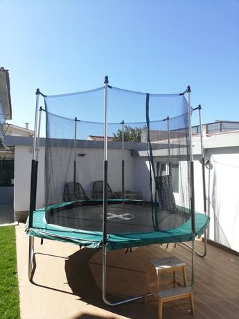 Aluguer de trampolim (pula pula) de 3 metros. Diversão garantida