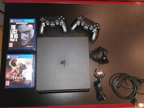 PlayStation 4 1Tb, cuh 2016B + dwie gry