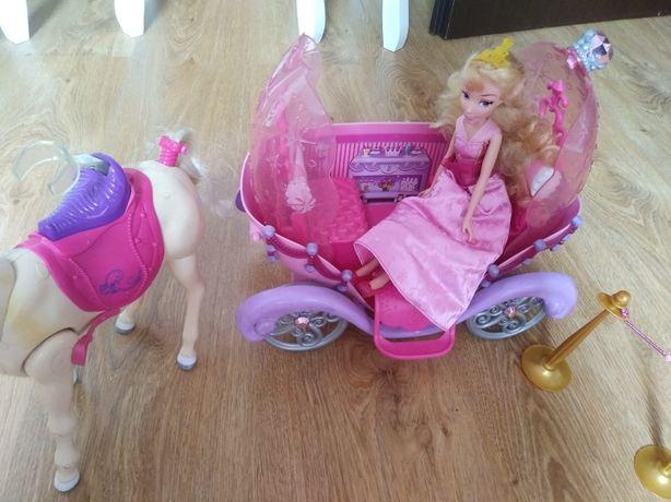 Karoca oraz koń chodzący Barbie. Zabawka