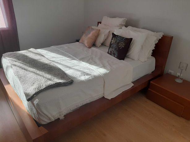 Mobilia de quarto em cerejeira