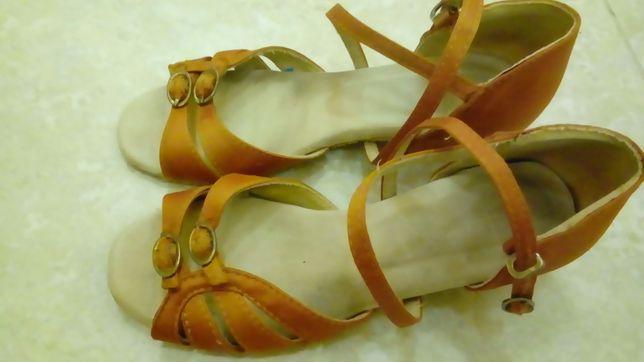 Продам дитяче танцювальне взуття.