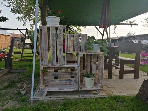 Drewniany stojak na kwiaty