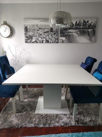 Mesa de Jantar com a cor branca de 8 lugares