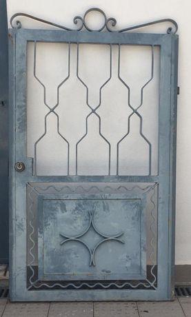Portão de ferro..