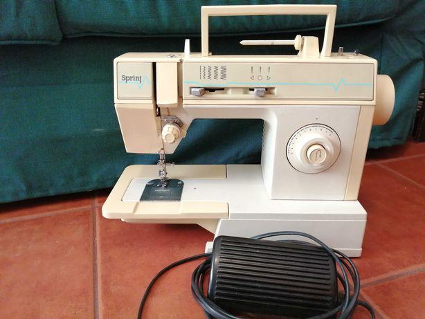 Máquina de costura Singer Sprint em bom estado