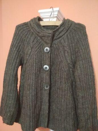 Sweter w kolorze khaki