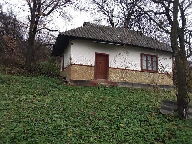 Продам земельну ділянку з хатою