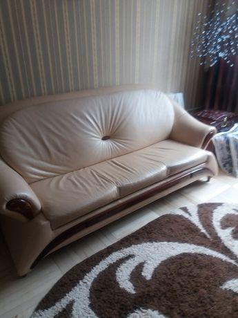 Кожаный диван в идеальном состоянии