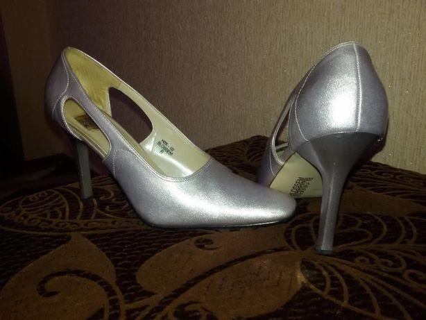 Продам нарядные (серебристые)туфли 39 р. BLOSSEM