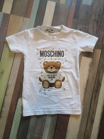 Biała koszulka chłopięca z nadrukiem Moschino 86