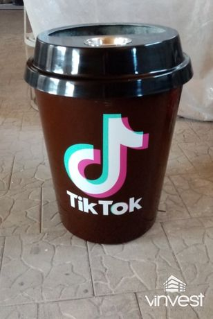 Урна для сміття у вигляді стаканчика кави