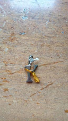 Naszyjnik z bursztynem, litera K, srebrny