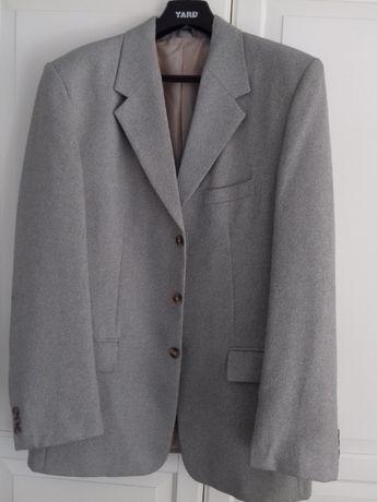 Jasny garnitur dla wysokich z kamizelką
