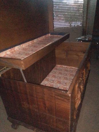 Arca de madeira antiga