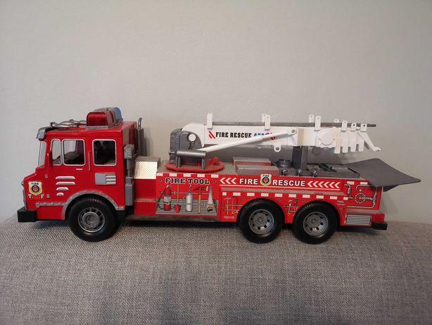 Duży wóz strażacki dla chlopcow