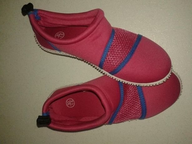 Nowe różowe buty do wody/pływania dla dziewczynki, rozmiar 33