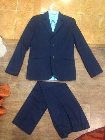 Строгий костюм на мальчика пиджак брюки рубашка