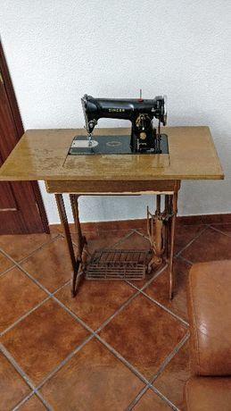 Máquina de costura SINGER antiga c/móvel